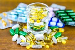 Prescripción de la droga para la medicación del tratamiento Medicamento farmacéutico, curación en el envase para la salud Tema de Fotografía de archivo