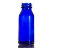 Prescription d'antiquité de bleu de cobalt - bouteille de médecine Photos libres de droits