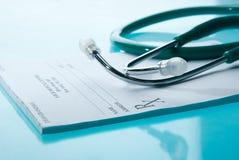 Prescription médicale vide avec un stéthoscope Photo stock