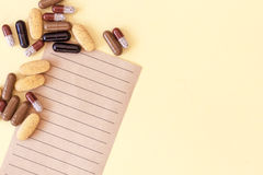 Prescrizione medica con le pillole, i farmaci ed i medicinali Immagini Stock Libere da Diritti