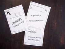 Prescrizioni dell'oppioide con gli avvertimenti di prescrizione immagini stock libere da diritti