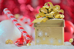 Present box in snow Royalty Free Stock Photos