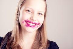 Presentación adolescente feliz de la muchacha Fotos de archivo