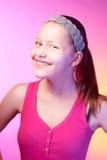 Presentación adolescente feliz de la muchacha Imagenes de archivo