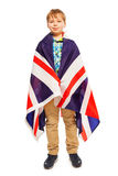 Presentación adolescente inglesa envuelta en la bandera británica Fotos de archivo libres de regalías