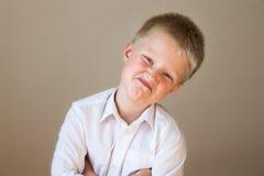 Presentación arrogante del niño Fotos de archivo libres de regalías
