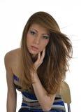 Chica joven en el fondo blanco Fotos de archivo libres de regalías