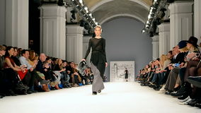 Presentación de Cristina BOBKOVA, semana ucraniana 2016 de la moda, almacen de video