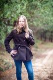 Presentación de la chica joven Foto de archivo