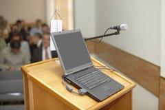 Presentación de la computadora portátil de la conferencia de asunto Imagenes de archivo