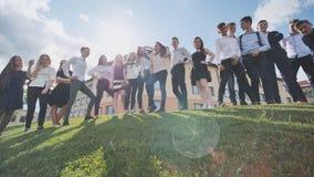 Presentación de los estudiantes de la High School secundaria contra la perspectiva de su escuela Alumnos rusos Tiroteo en el movi metrajes