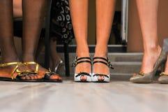 Presentación de los zapatos de las mujeres foto de archivo