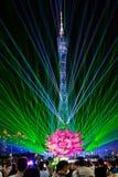Presentación de luz láser en la torre de Guangzhou foto de archivo
