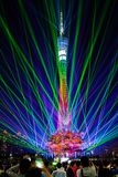 Presentación de luz láser en la torre de Guangzhou fotografía de archivo libre de regalías