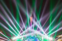 Presentación de luz láser en la torre de Guangzhou fotografía de archivo