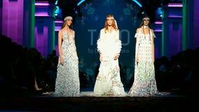 Presentación de TAGO (Olga NAVROTSKA), semana ucraniana 2015 de la moda, almacen de video
