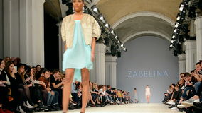 Presentación de Zabelina, semana ucraniana 2015 de la moda, almacen de metraje de vídeo