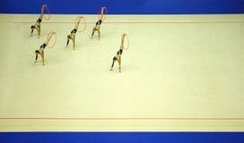 Presentación del aro artístico de la gimnasia Foto de archivo libre de regalías
