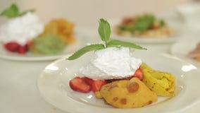 Presentación del menú del almuerzo Adorne la ensalada y la carne para cada día de la semana Comida jugosa, colorida y sabrosa eso metrajes