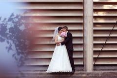 Presentación del novio y de la novia al aire libre Foto de archivo