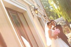 Presentación del novio y de la novia al aire libre Imagenes de archivo