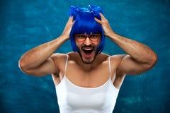 Presentación divertida de la persona masculina del transexual Foto de archivo libre de regalías