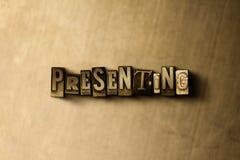 PRESENTACIÓN - el primer del vintage sucio compuso tipo de palabra en el contexto del metal Imagenes de archivo