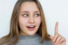 Presentación emocional de la muchacha del adolescente Imagen de archivo libre de regalías