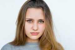 Presentación emocional de la muchacha del adolescente Fotos de archivo libres de regalías