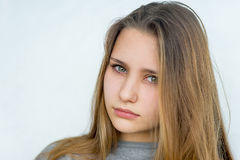 Presentación emocional de la muchacha del adolescente aislada Fotografía de archivo libre de regalías