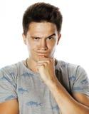 Presentación emocional del hombre hermoso joven de Brunete en el fondo blanco aislado Imagenes de archivo