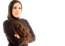 Presentación femenina hispánica con los brazos cruzados Imagen de archivo libre de regalías