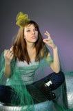Presentación hermosa caucásica de la muchacha Fotos de archivo libres de regalías