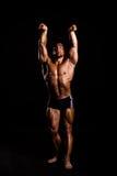 Presentación joven del bodybuilder Foto de archivo libre de regalías