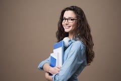 Presentación joven hermosa del estudiante Imágenes de archivo libres de regalías