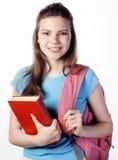 Presentación linda joven del adolescente alegre contra el fondo blanco con los libros y la mochila aislados Imagenes de archivo