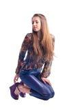 Presentación modelo de la chica joven hermosa aislada Fotos de archivo libres de regalías