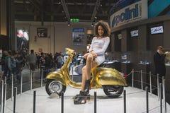 Presentación modelo en EICMA 2014 en Milán, Italia Imágenes de archivo libres de regalías
