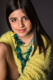 Presentación morena de la muchacha Fotos de archivo libres de regalías