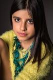 Presentación morena de la muchacha Foto de archivo