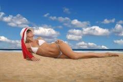 Presentación rubia en la playa Imágenes de archivo libres de regalías