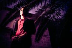 Presentación del hombre joven Foto de archivo libre de regalías