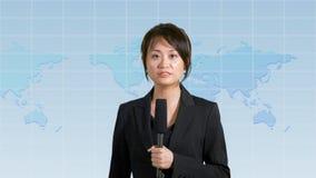 Presentador femenino de las noticias en estudio Imágenes de archivo libres de regalías