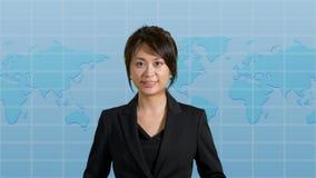 Presentador femenino de las noticias en estudio Fotos de archivo