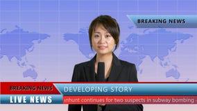 Presentador femenino de las noticias en estudio imagen de archivo
