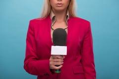 Presentador muy hermoso de la TV Fotografía de archivo libre de regalías