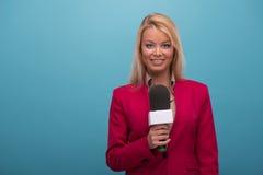 Presentador muy hermoso de la TV Imagenes de archivo