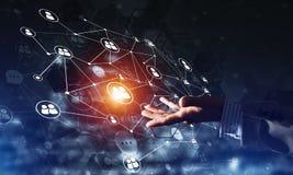 Presentando le tecnologie wireless moderne come mezzi di communucation e di rete su fondo scuro Immagini Stock Libere da Diritti