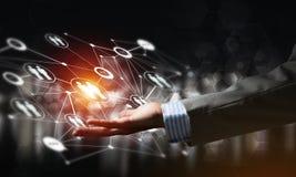 Presentando le tecnologie wireless moderne come mezzi di communucation e di rete su fondo scuro Immagine Stock