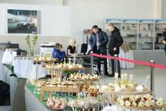 Presentation av den nya ryska bilLada RÖNTGENSTRÅLEN som sändes på 14 Februari 2016 i visningslokalen Severavto Royaltyfri Foto